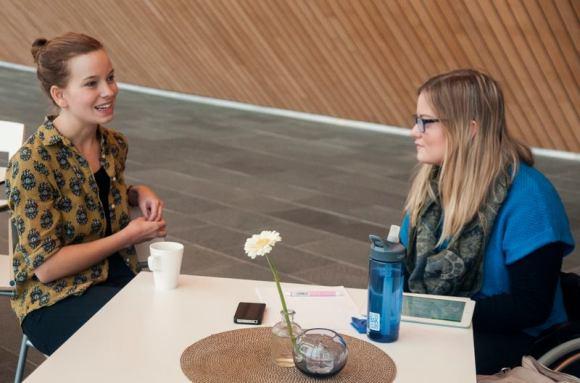 INSPIRERENDE: Marit & Marit i fin samtale. (Foto: Desirée Skalle)